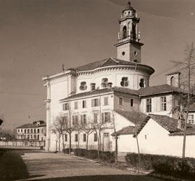 Lato sud del Santuario e degli edifici annessi di Sommariva del Bosco